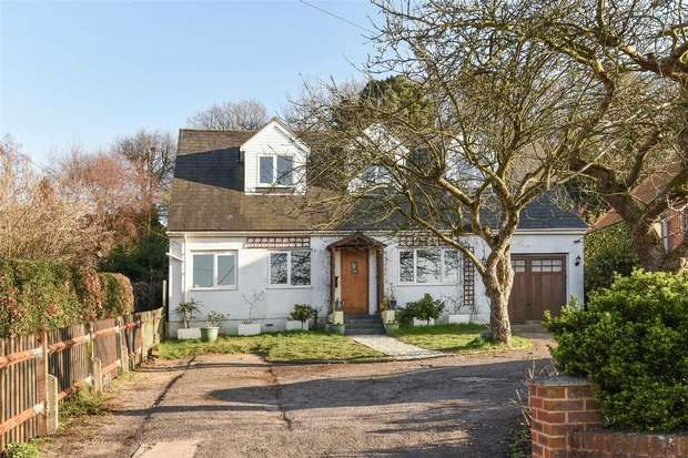 3 Bedrooms Detached House for sale in High Street, Little Sandhurst, Sandhurst, Berkshire