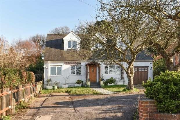 3 Bedrooms Detached House for sale in High Street, Little Sandhurst, Sandhurst, Berkshire