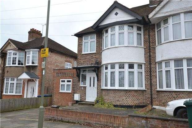 3 Bedrooms Semi Detached House for sale in Kenerne Drive, BARNET, Hertfordshire, EN5 2NW