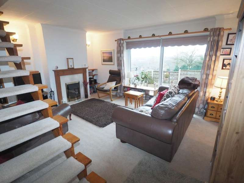 2 Bedrooms Terraced House for sale in Fernilee Close, New Mills, High Peak, Derbyshire, SK22 4DZ