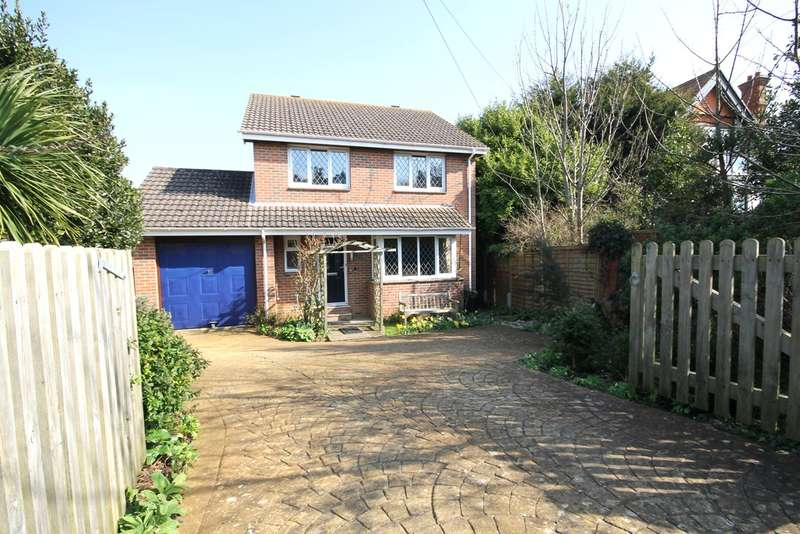 4 Bedrooms Detached House for sale in Freshwater Bay, Isle of Wight