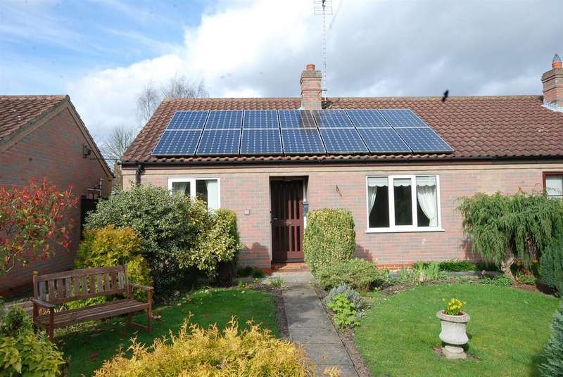 2 Bedrooms Semi Detached Bungalow for sale in Hounsfield Way, Sutton-On-Trent, Newark