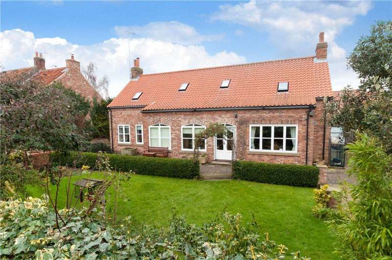 4 Bedrooms Detached House for sale in Stonegate Court, Stonegate, Whixley, York