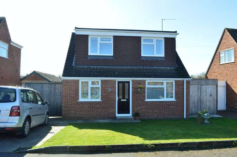 4 Bedrooms Detached House for sale in Chamwells Avenue, Longlevens, Gloucester, GL2 9JB