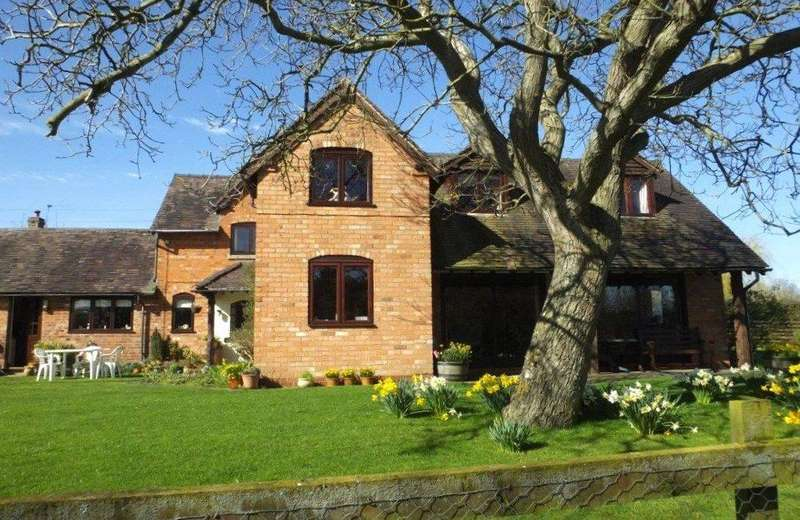 4 Bedrooms Barn Conversion Character Property for sale in Evesham Road, Church Lench, Evesham, Worcestershire, WR11