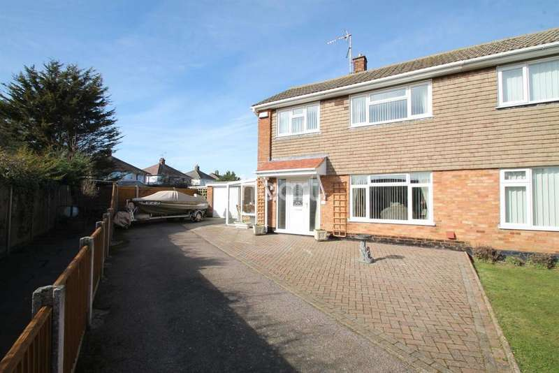 3 Bedrooms Semi Detached House for sale in Lowestoft