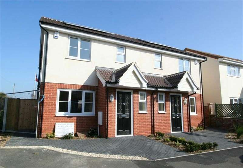 3 Bedrooms Semi Detached House for sale in Pole Barn Lane, FRINTON-ON-SEA, Essex
