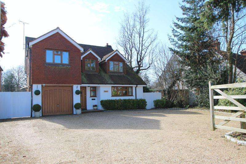 5 Bedrooms Detached House for sale in Avenue Road, Cranleigh