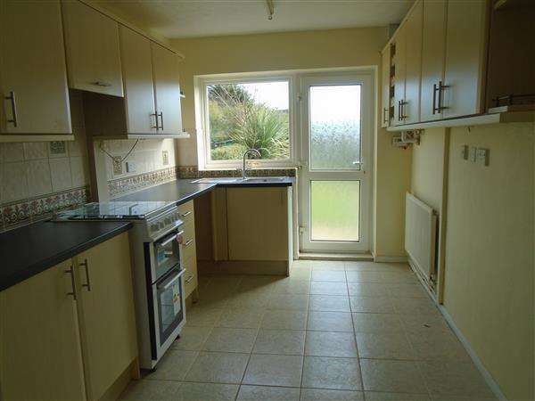 3 Bedrooms Terraced House for rent in Carrbridge Road, Woodchurch