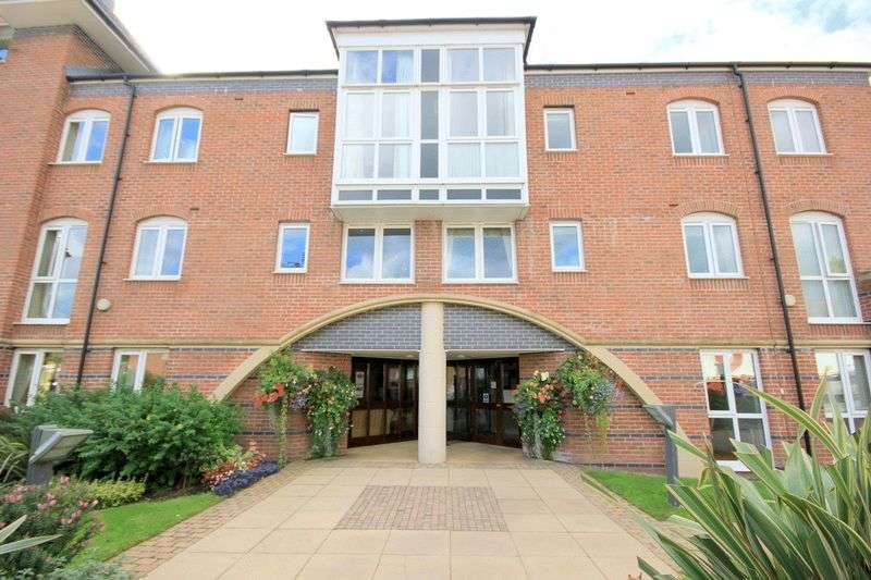 3 Bedrooms Flat for sale in Joules Court, Stone