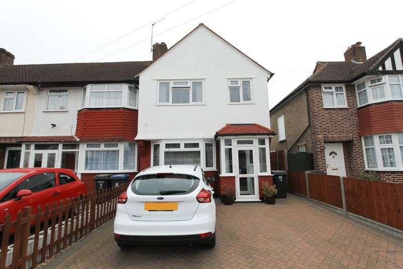 3 Bedrooms Terraced House for sale in Kingshill Avenue, Worcester Park