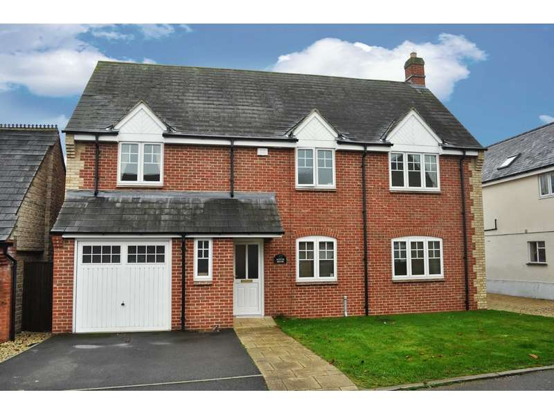 5 Bedrooms Detached House for sale in Chapel Drive, Ambrosden, Oxfordshire. OX25 2RS