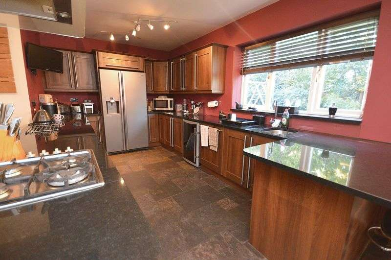 4 Bedrooms Semi Detached House for sale in Smithy Lane, Widnes