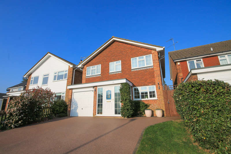 4 Bedrooms Detached House for sale in Lancaster Drive, East Grinstead