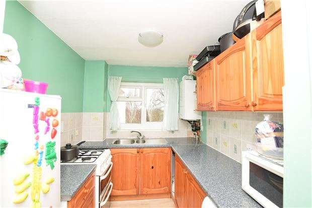 2 Bedrooms Flat for sale in Grosslea, Bishopsford Road, MORDEN, Surrey, SM4 6BE
