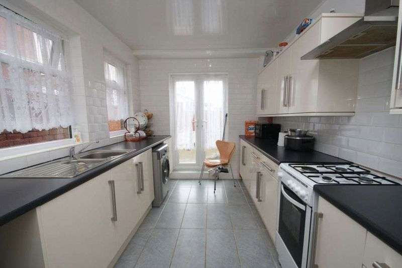 3 Bedrooms Terraced House for sale in Crescent Road, Middlesbrough TS1 4QU