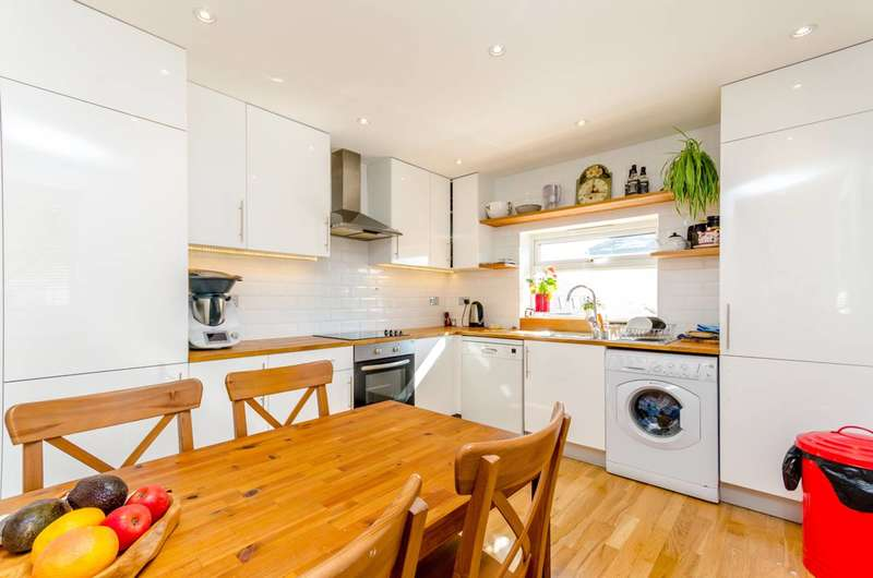 3 Bedrooms Flat for sale in Cowper Road, South Wimbledon, SW19