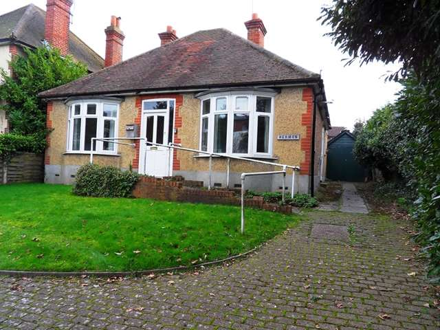 3 Bedrooms Bungalow for sale in Three Bedroom Detached Bungalow