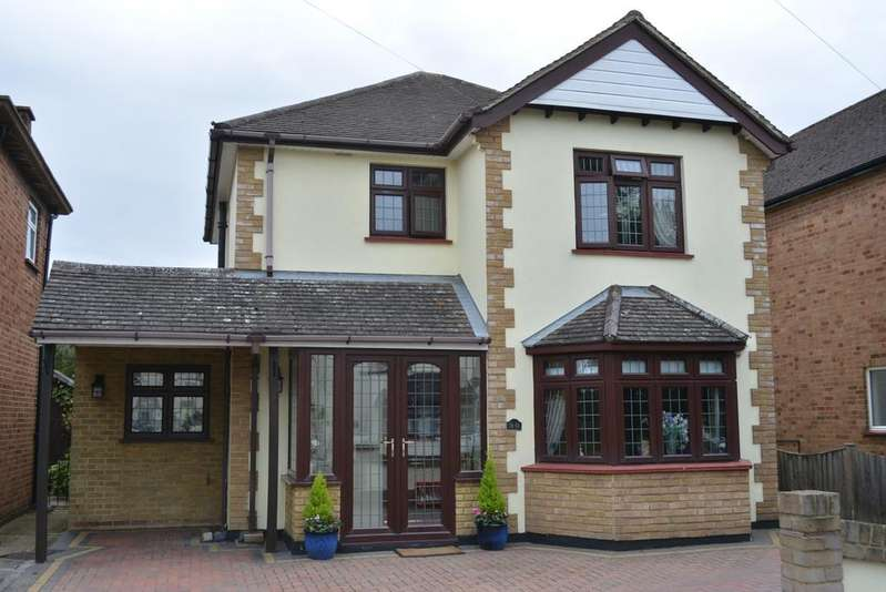 3 Bedrooms Detached House for sale in Haynes Road, Borders of Emerson Park, Ardleigh Green, Hornchurch, Essex RM11