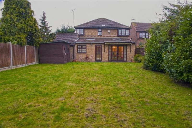 3 Bedrooms Detached House for sale in Elderberry Close, Langdon Hills, Essex
