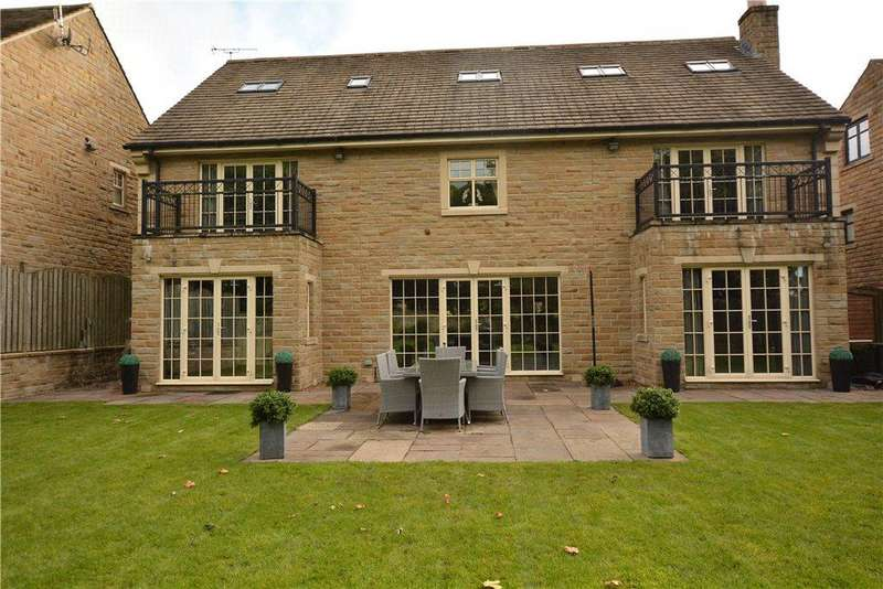5 Bedrooms Detached House for sale in Manor Gates, Bramhope, Leeds, West Yorkshire