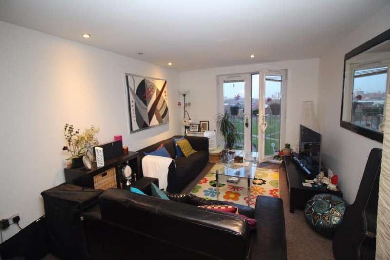 2 Bedrooms Apartment Flat for sale in Walker House, Elmira Way, Salford, M5