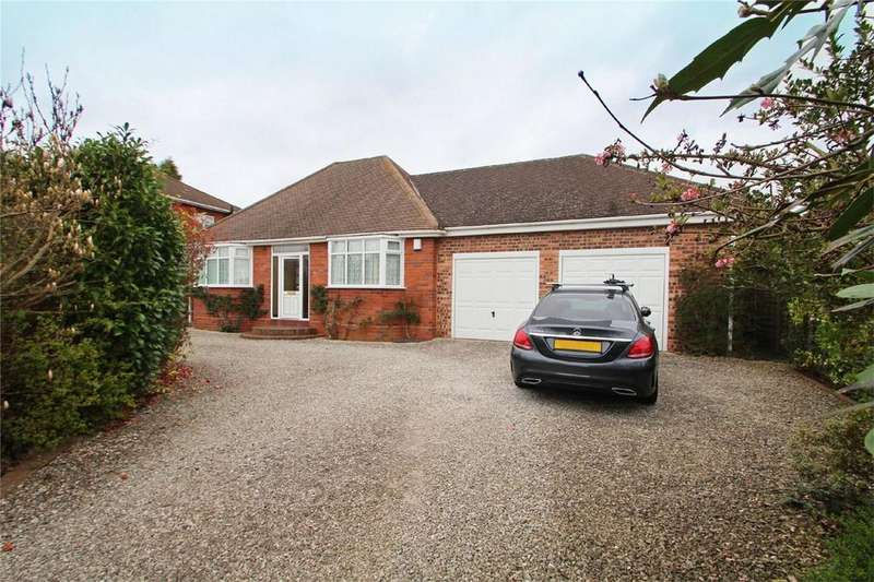 2 Bedrooms Detached Bungalow for sale in The Straits, Gornal, DUDLEY, West Midlands