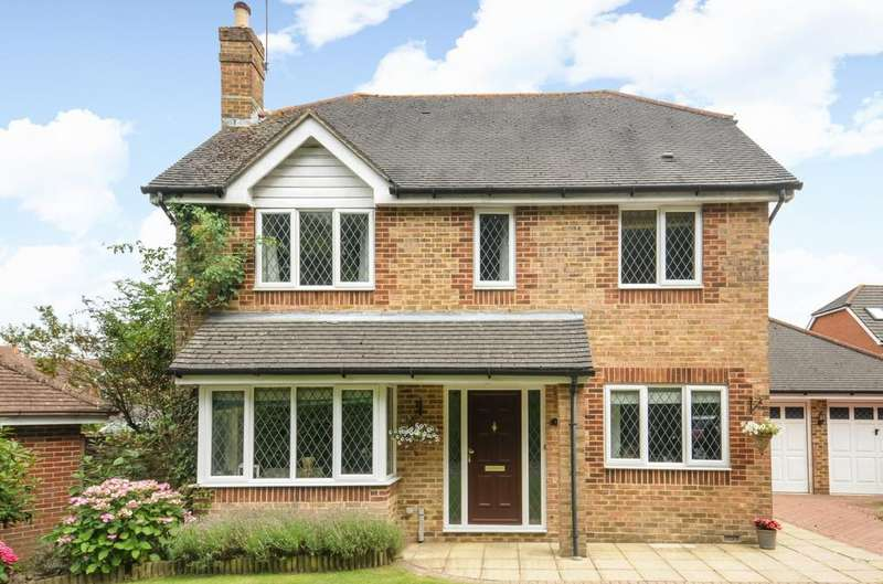 4 Bedrooms Detached House for sale in Lanyon Mews, Horsham, RH12