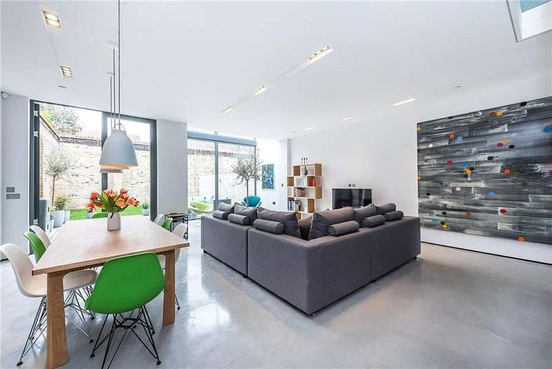 4 Bedrooms Terraced House for sale in Stonechat Mews, London, SW15