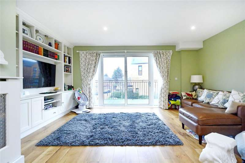 3 Bedrooms House for sale in Dowding Drive, Kidbrooke, London
