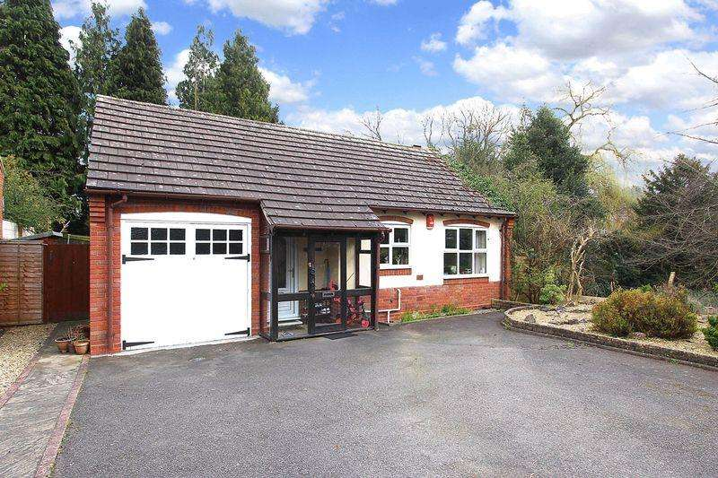 2 Bedrooms Detached Bungalow for sale in WOMBOURNE, Gravel Hill