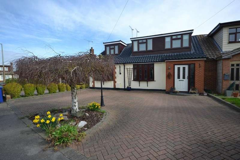 4 Bedrooms Chalet House for sale in Larkfield, Corringham, Stanford-le-Hope, SS17