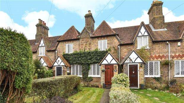 2 Bedrooms Terraced House for sale in Church Cottages, Hill Farm Road, Taplow