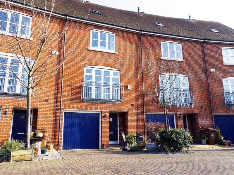4 Bedrooms House for sale in The Avenue, Chatham