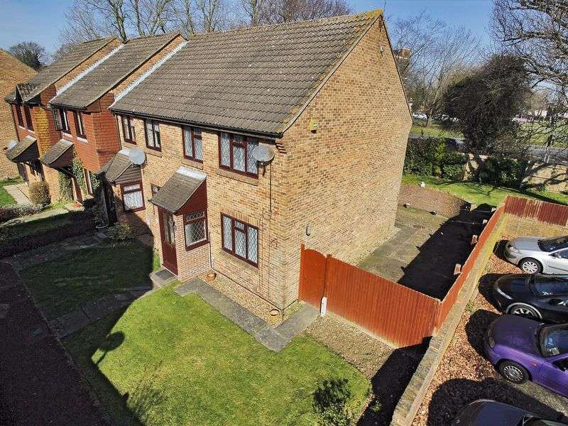 3 Bedrooms House for sale in Windmill Court, West Green, Crawley, West Sussex