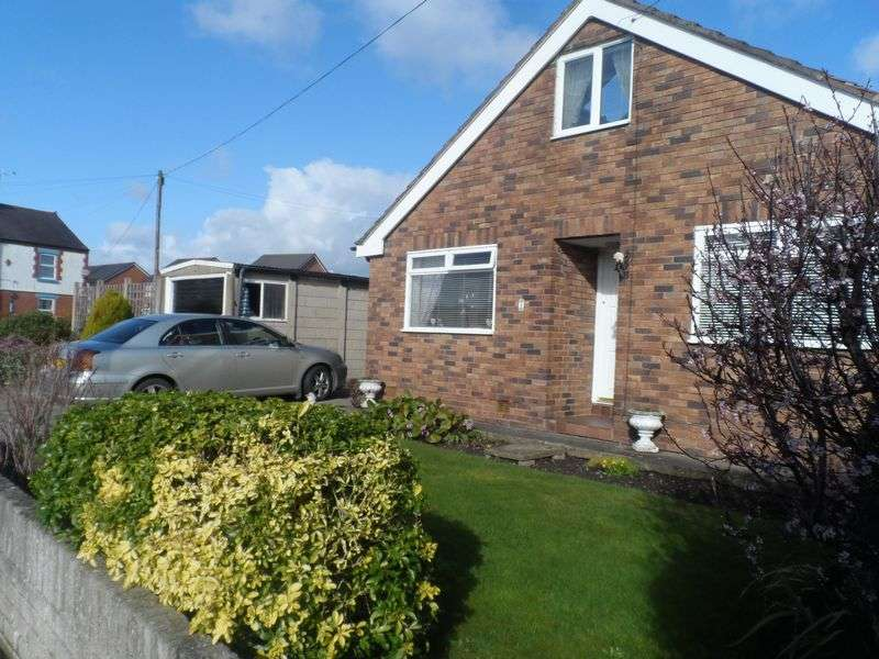 3 Bedrooms Detached Bungalow for sale in Holly Bush Close, Wrexham