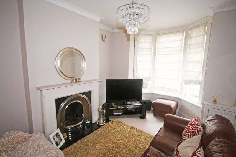2 Bedrooms Terraced House for sale in Station Road, Poulton-Le-Fylde