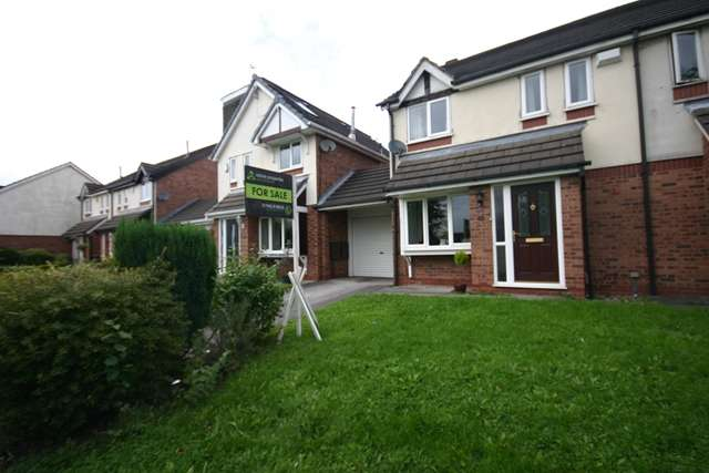 3 Bedrooms Semi Detached House for sale in Glencar, Westhoughton, BL5