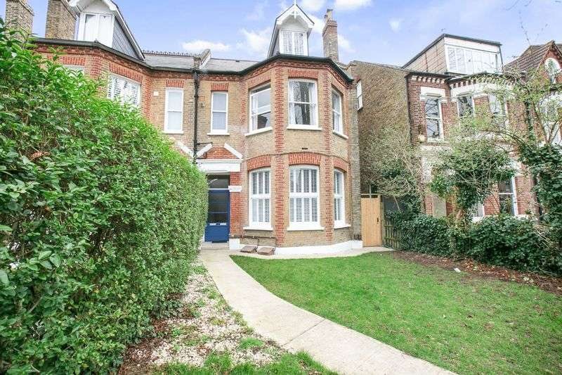 4 Bedrooms Flat for sale in Underhill Road, London SE22
