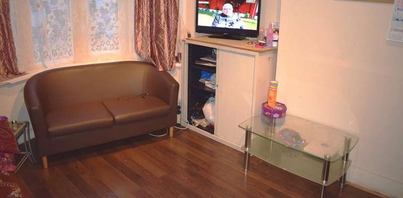 4 Bedrooms Terraced House for sale in Lawrence Avenue, London E12