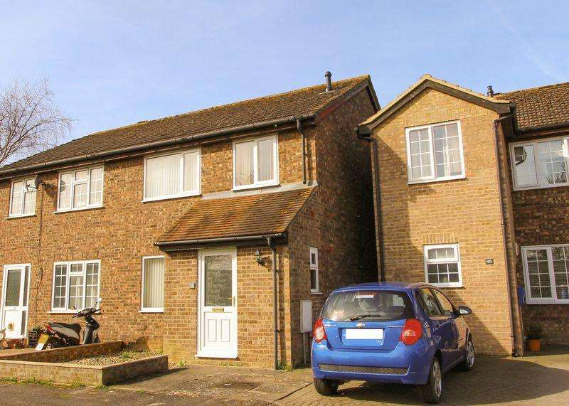 3 Bedrooms Semi Detached House for sale in Collett Way, Grove