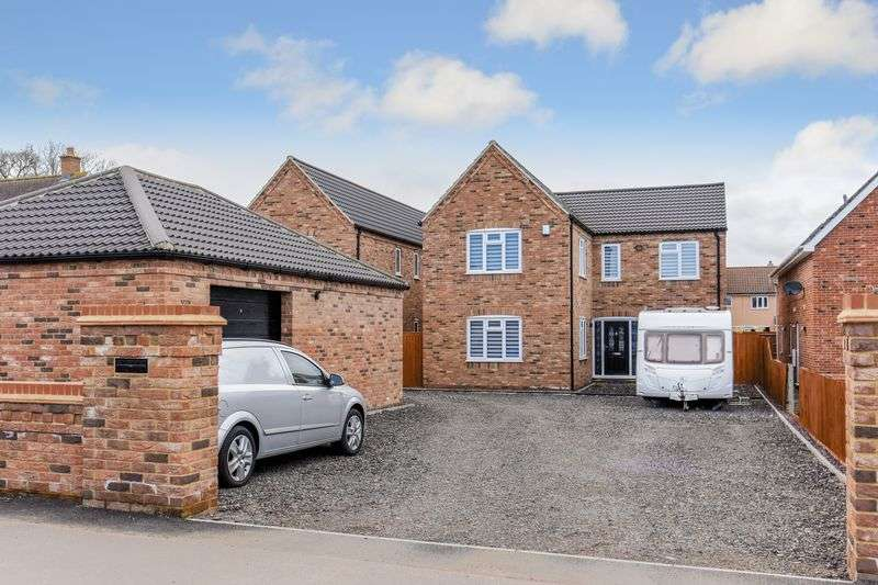 4 Bedrooms Detached House for sale in Turnpike Road, Red Lodge, IP28