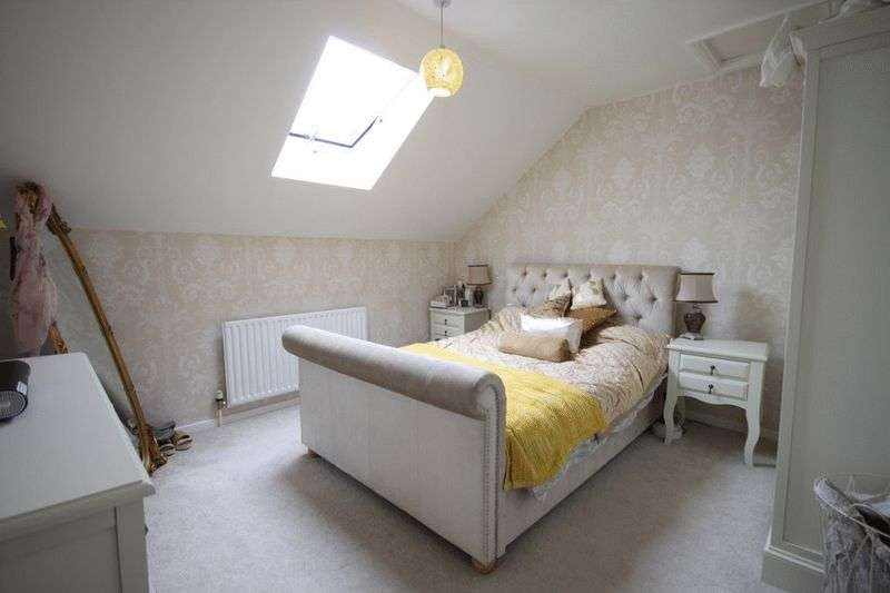 3 Bedrooms Terraced House for sale in Honey Lane, Waltham Abbey, EN9