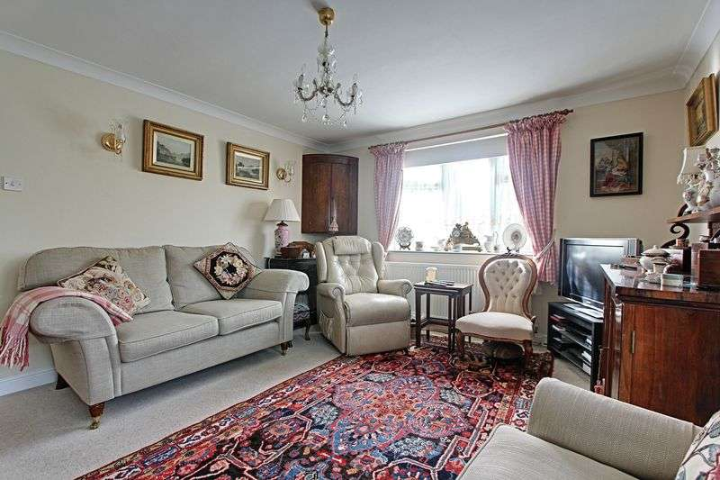 2 Bedrooms Detached Bungalow for sale in Woodlands Close, Barrow-Upon-Humber