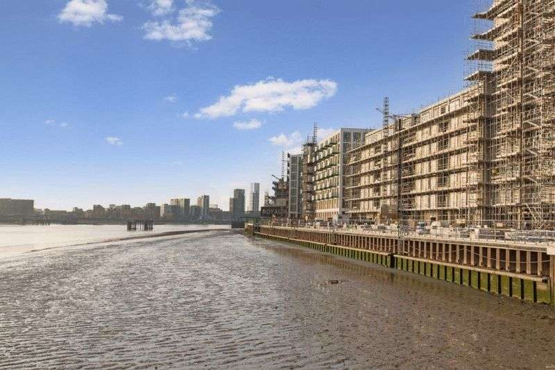 4 Bedrooms Flat for sale in Barrier House, Royal Wharf, Royal Docks, London