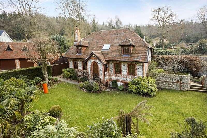 4 Bedrooms Detached House for sale in Green Dene, East Horsley, Surrey, KT24