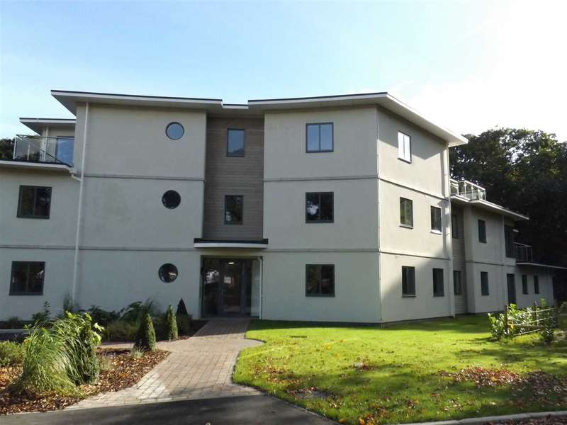 3 Bedrooms Apartment Flat for sale in Frinton Park Court, Central Avenue, Frinton