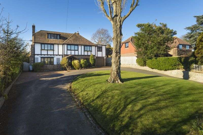 5 Bedrooms Detached House for sale in Castle Road, Hythe