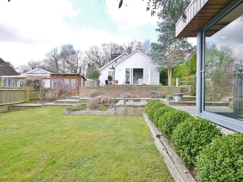 4 Bedrooms Detached Bungalow for sale in Henwood Green Road, Pembury