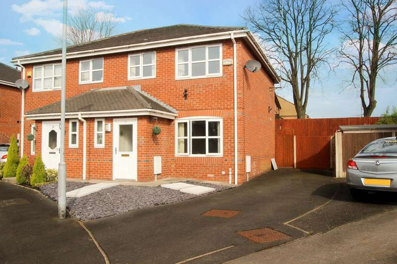 3 Bedrooms Semi Detached House for sale in Traynor close, Middleton, M24